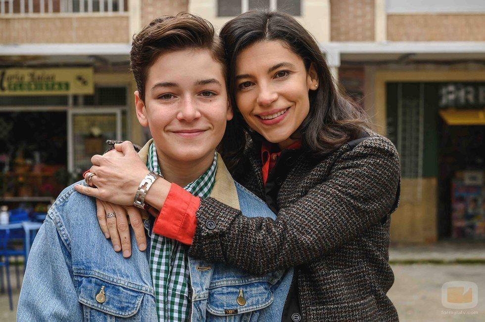 Javier Lorenzo e Irene Visedo en la temporada 21 de 'Cuéntame'