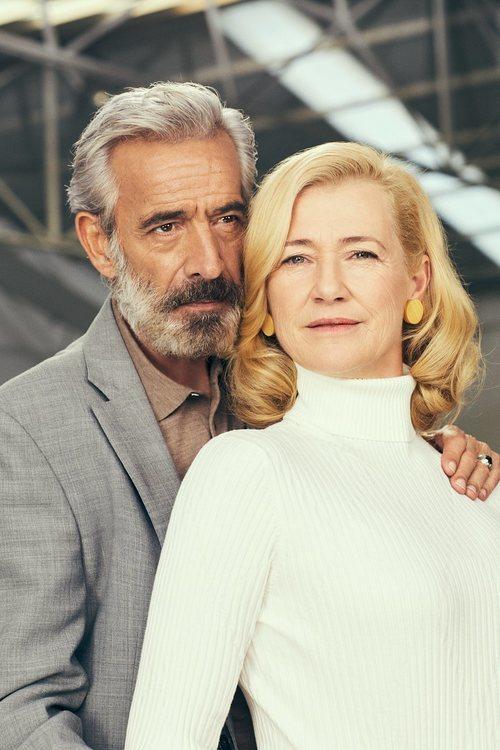 Posado de Imanol Arias y Ana Duato para la temporada 21 de 'Cuéntame'