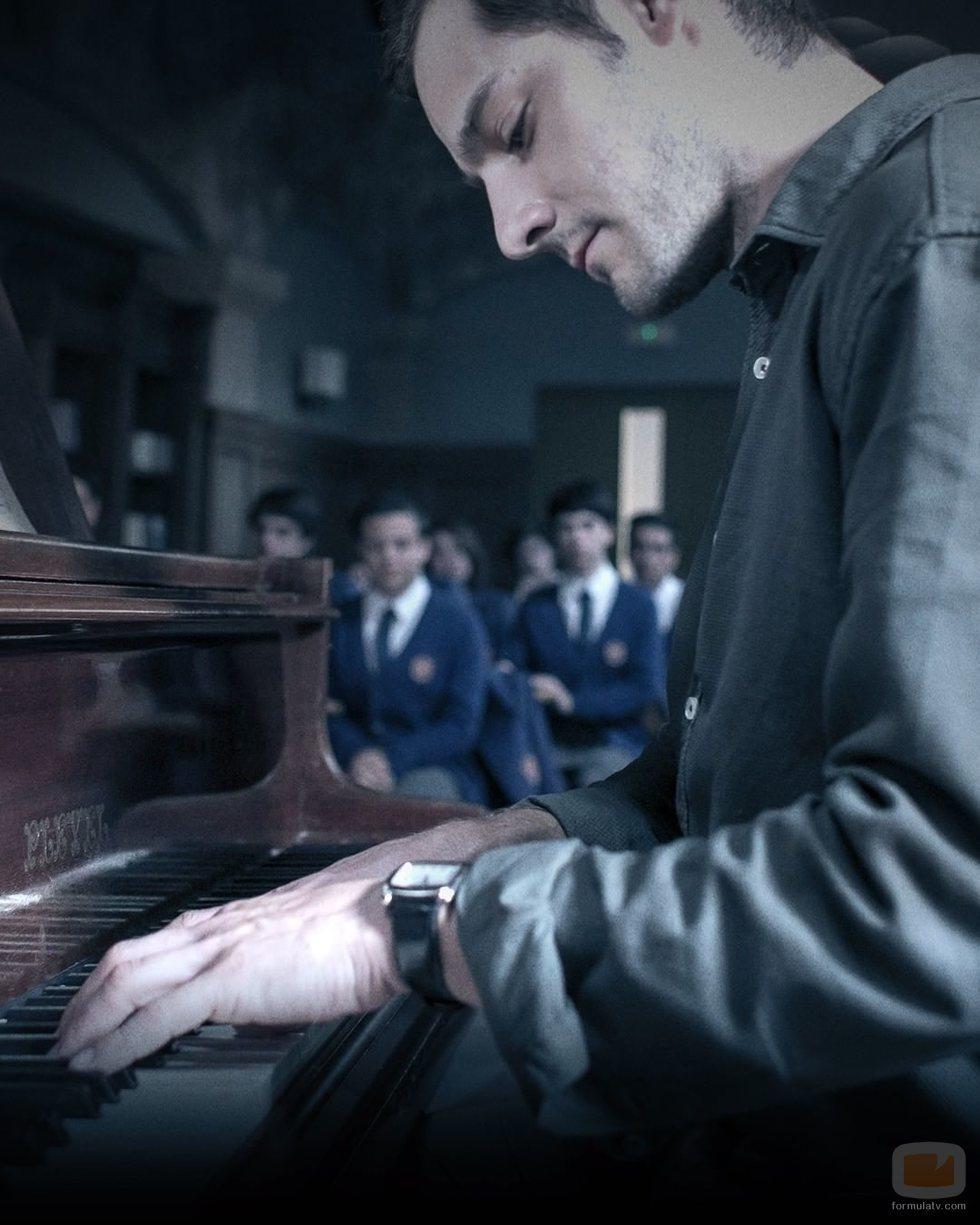 Los alumnos de 'El Internado: Las Cumbres' asisten a un recital de piano