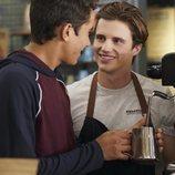Víctor y Benji en la temporada 1 de 'Con amor, Víctor'