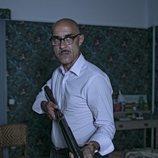 Darío carga con una escopeta en 'El Internado: Las Cumbres'