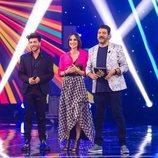Blas Cantó con los presentadores de 'Destino Eurovisión'