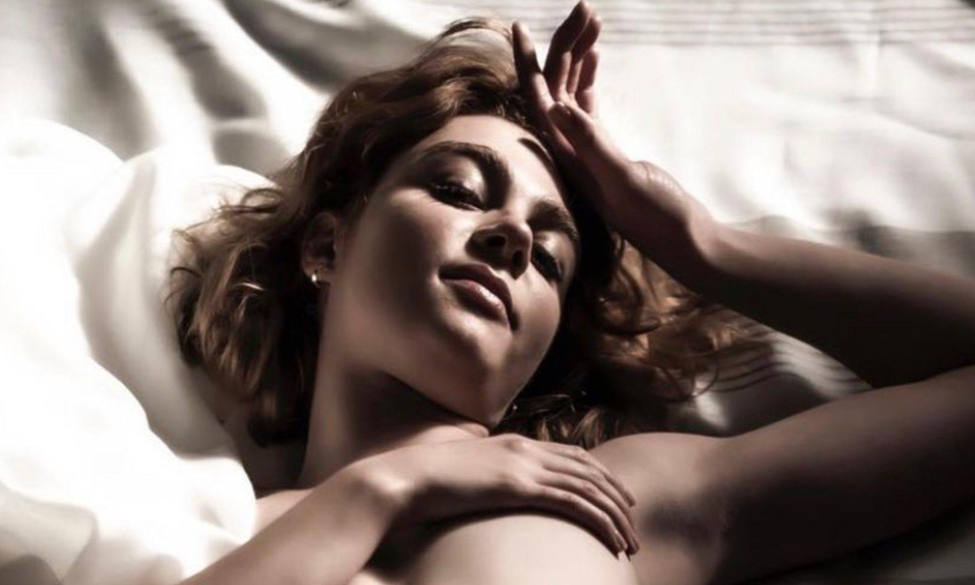 María Alcántara (Carmen Climent), posa desnuda en 'Cuéntame cómo pasó'