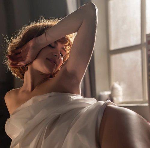 El sensual posado de María Alcántara (Carmen Climent) en 'Cuéntame cómo pasó'