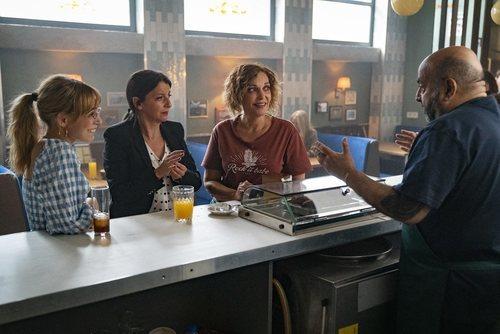 Cristina Plazas, Goizalde Núñez y Lucía Caraballo junto a Jesús Castejón en 'Estoy vivo'