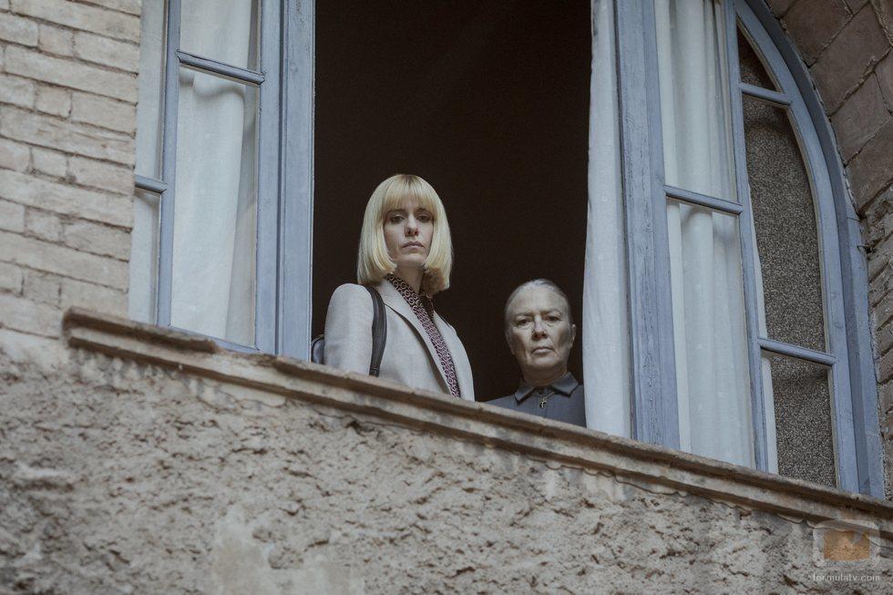 Alexandra Jiménez y Susi Sánchez en la temporada 1 de 'El Inocente'