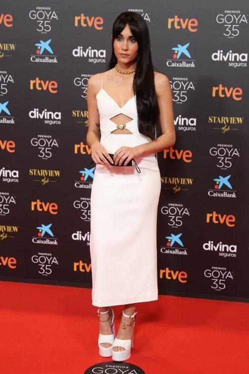 Aitana en la alfombra roja de los Premios Goya 2021