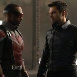 Anthony Mackie como Falcon y Sebastian Stan como El Soldado de Invierno en 'Falcon y el Soldado de Invierno'