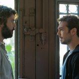 Jordi Coll y Carlos Cuevas en el 2x02 de 'Merlí: Sapere Aude'
