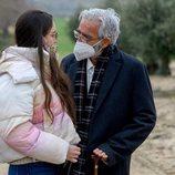 """Antonio Alcántara con su nieta en el episodio """"Proyecto Abuelos"""" de 'Cuéntame comó pasó'"""