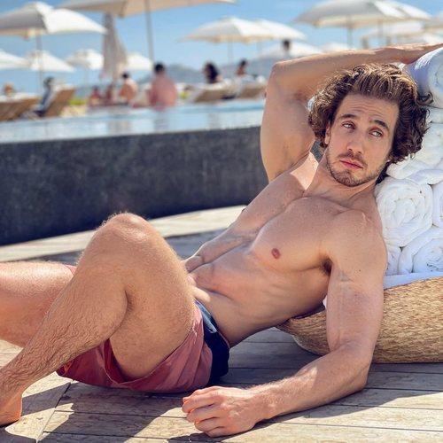 Eugenio Siller posa sin camiseta en su Instagram
