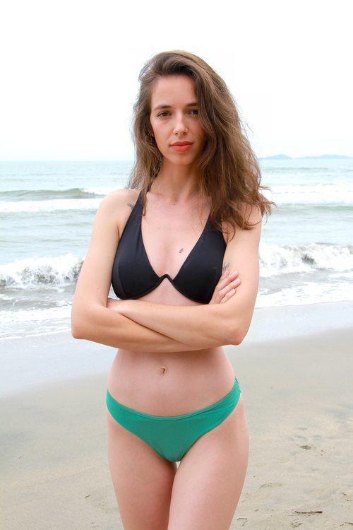 Palito Dominguín posa en bikini en las playas de 'Supervivientes 2021'