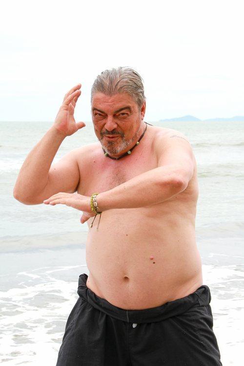 Antonio Canales posa en bañador en las playas de 'Supervivientes 2021'