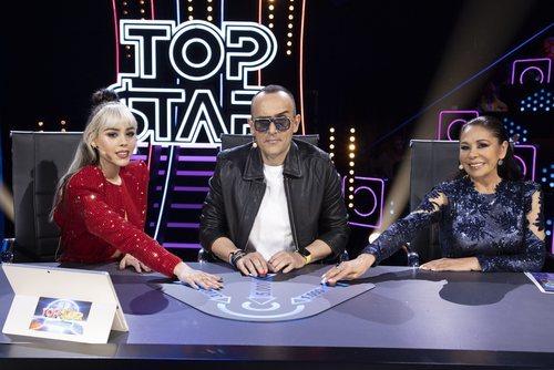 Danna Paola, Risto Mejide e Isabel Pantoja, en la mesa del jurado de 'Top Star. ¿Cuánto vale tu voz?'