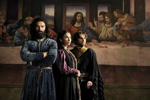 Aidan Turner, Matilda De Angelis y Freddie Highmore en 'Leonardo'