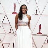 Mia Neal posa en la Alfombra Roja de los Oscar 2021