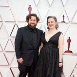 Michael Govier posa en la Alfombra Roja de los Oscar 2021