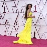 Zendaya posa en la Alfombra Roja de los Oscar 2021