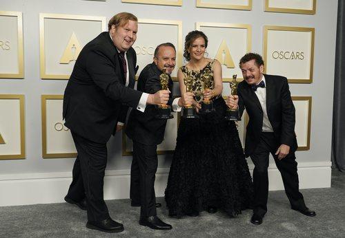Phillip Bladh, Carlos Cortés, Michellee Couttolenc y Jaime Baksht reciben el Oscar a Mejor Sonido