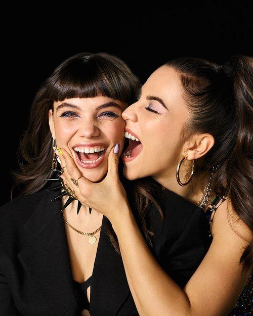 Posado de Martina Cariddi y Claudia Salas para la cuarta temporada de 'Élite'
