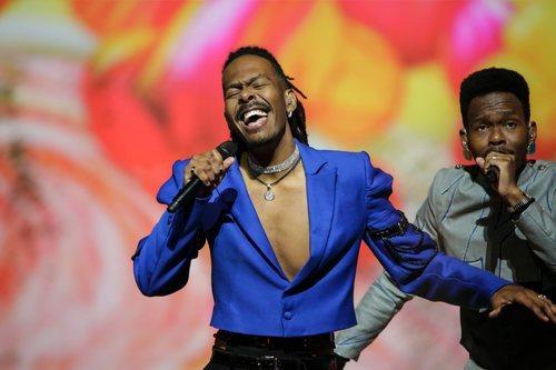 Jeangu Macrooy, representante de Países Bajos, en la final de Eurovisión 2021