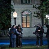 Los protagonistas de 'Friends: The Reunion' abrazándose