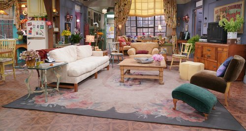 Decorado del salón del piso de Monica y Rachel en 'Friends: The Reunion'