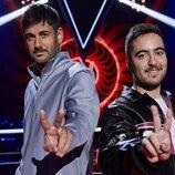 Beret y Melendi hacen el gesto de 'La Voz' en la sexta edición de 'La Voz Kids'