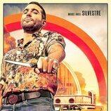 Miguel Ángel Silvestre posa en el póster de 'Sky Rojo 2'