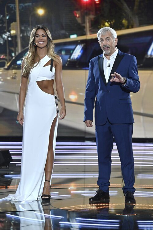 Lara Álvarez y Carlos Sobera en la final de 'Supervivientes 2021'