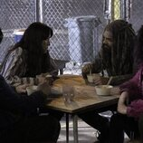 Josh McDermitt, Eleanor Matsuura, Khary Payton y Paola Lázaro en la temporada 11 de 'The Walking Dead'
