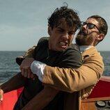 Óscar Casas y Adrián Lastra forcejean en 'Jaguar'