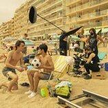 Héctor Gozalbo y Cristian López, en la playa en la segunda temporada de 'Paraíso'