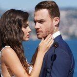Hande Erçel y Kerem Bürsin en 'Love is in the air'