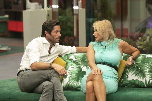 Canales Rivera y Lucía Pariente hablan durante la gala 1 de 'Secret Story'