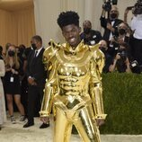 Lil Nas X y su dorada armadura, en la Gala MET 2021