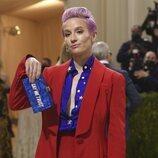 Megan Rapinoe, con los colores de la bandera estadounidense en la Gala Met 2021