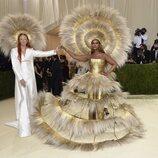 Harris Reed e Iman y sus llamativos vestidos, en la Gala MET 2021