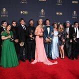 El equipo de 'Ted Lasso' con sus premios Emmy 2021