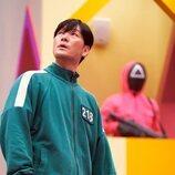 Park Hae-soo baja las escaleras en 'El juego del calamar'