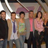 Paz Padilla con los colaboradores de 'El gong show'