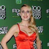 Berta Collado posa vestida de rojo pasión en un evento de AXE