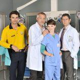 Jordi Rebellón con el reparto de 'Hospital Central'