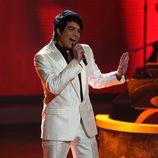 Adam Lambert cantando en 'American Idol'