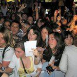 Multittud de fans se acercaron a la première de 'El internado'