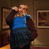 Héctor abraza a Paula en 'El internado'