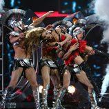 Svetlana Loboda con su cuerpo de baile en Eurovisión 2009
