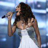 Jade Ewe canta en la final