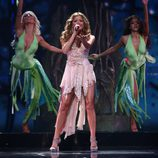"Elena Gheorghe y su canción ""Las chicas balcánicas"" para Eurovisión 2009"
