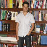 Martín Rivas posa como el joven Marcos en la serie 'El Internado'